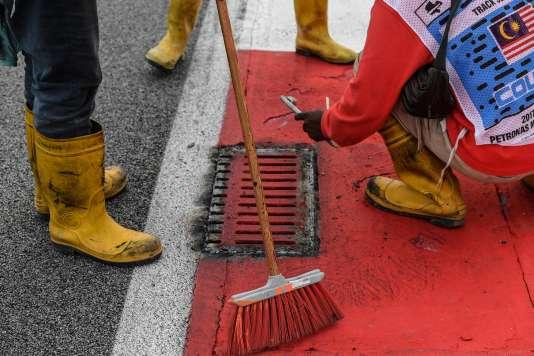 Toutes les bouches d'égout du circuit de Sepang, où se court, dimanche 1er octobre, le Grand Prix de F1 de Malaisie, vont être inspectées.