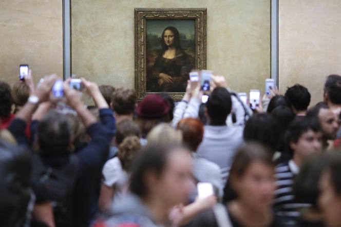 L'artiste Deborah De Robertis est jugée mercredi18octobre pour exhibition sexuelle devant la «Joconde», dans le Musée du Louvre.