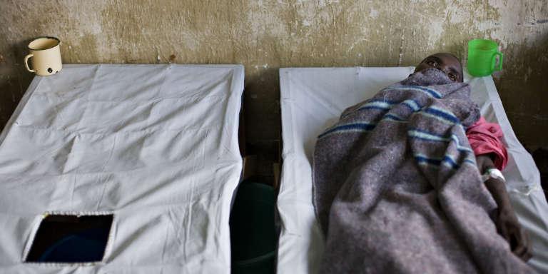 Un malade du choléra, à Goma, dans l'est de la RDC, en novembre 2008.