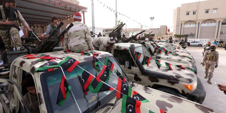A Sabratha, le 28 février 2016, parade militaire des brigades qui ont combattu au sein de la Chambre des opérations anti-Daech pour chasser les djihadistes de l'Etat islamique.