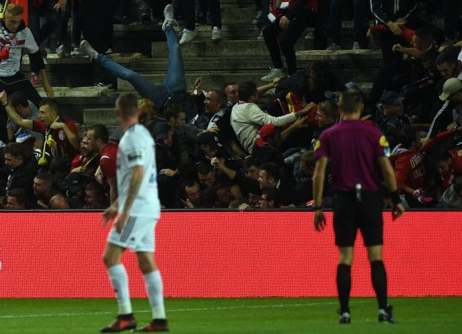 Pendant le match Amiens-Lille au stade de la Licorne à Amiens, le 30 septembre.