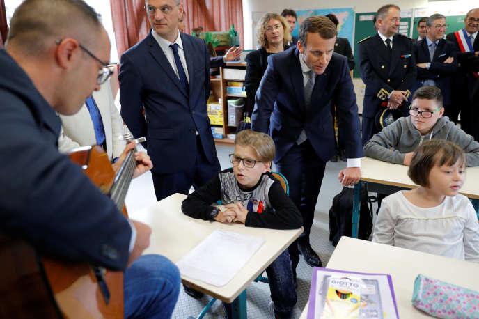 Le ministre de l'éducation nationale Jean-Michel Blanquer et le président Emmanuel Macron en visite à Forbach (Moselle), le 4 septembre.