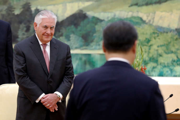 Le secrétaire d'Etat américain, Rex Tillerson, avec le président chinois Xi Jinping, à Pékin, en Chine, le 30septembre.