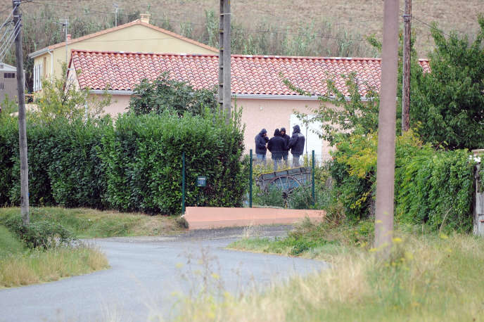 Photo d'archive prise le 24 mars 2012 devant la maison d'Abdelkader Merah, à Auterive (Haute-Garonne).