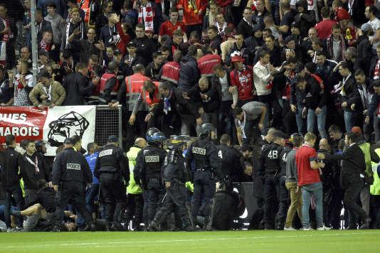 Après l'effondrement de la barrière, au stade d'Amiens le 30 septembre.