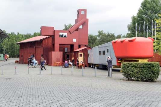 L'installation «Domestikator» de la coopérative néerlandaise Atelier Van Lieshout , à Bochum (Allemagne), dans le cadre de la Ruhrtriennale.
