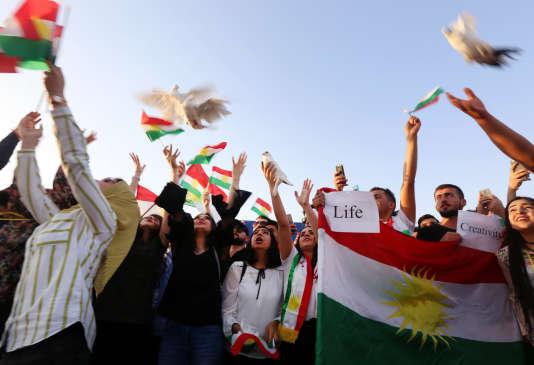 Manifestation à l'aéroport d'Erbil (Kurdistan irakien), après l'annonce de la suspension par Bagdad des vols internationaux, le 29 septembre.