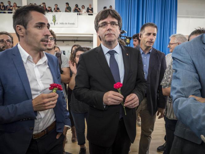 Carles Puigdemont, à Sant Julia de Ramis, près de Gérone, dimanche 1er octobre.