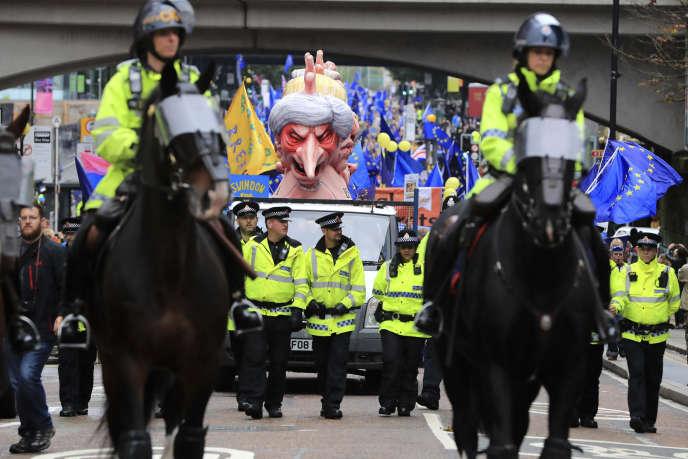 Effigie de Theresa May lors d'une manifestation contre le Brexit, à Manchester, le 1er octobre.
