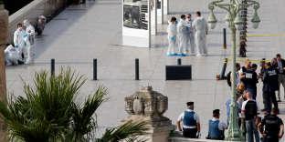 Devant la gare de Marseille Saint-Charles, le 1er octobre 2017, après l'attentatau couteau qui a coûté la vie à deux femmes.