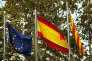 « Les arguments de ceux qui plaident pour l'indépendance de leur région mais en même temps pour plus d'intégration européenne sont incohérents» (Photo: drapeaux de l'Union européenne, de l'Espagne et de la Catalogne, à Barcelone, le 2 octobre, lendemain du référendum).