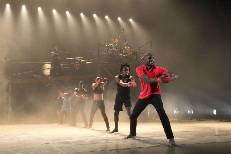 DeLaVallet Bidiefono et sa troupe dans son nouveau spectacle «Monstres, on ne dansepas pour rien»au festival Francophonies en Limousin, le 28 septembre 2017, à Limoges.