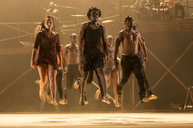 DeLaVallet Bidiefono et sa troupe dans son nouveau spectacle «Monstres, on ne danse pas pour rien » au festival Francophonies en Limousin, le 28 septembre 2017, à Limoges.