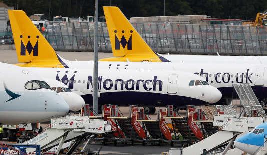Monarch a été privée de son certificat de transport après avoir déposé le bilan, ses avions ne sont donc plus autorisés à voler.