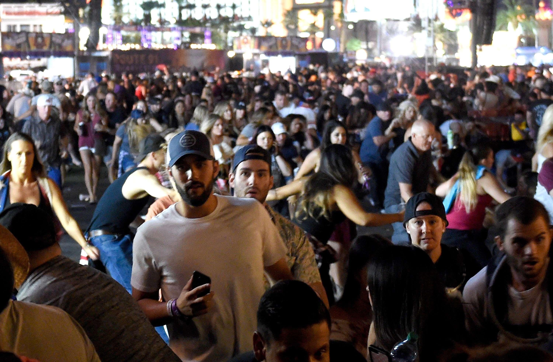 La fusillade a provoqué l'affolement des spectateurs et un vaste mouvement de foule dans la ville.