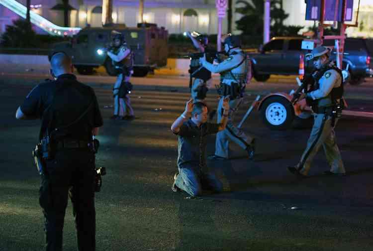 Les autorités ont fermé une partie du Strip, l'avenue principale de Las Vegas, et de l'Interstate15. Et les vols ont été temporairement suspendus à l'aéroport international McCarran.