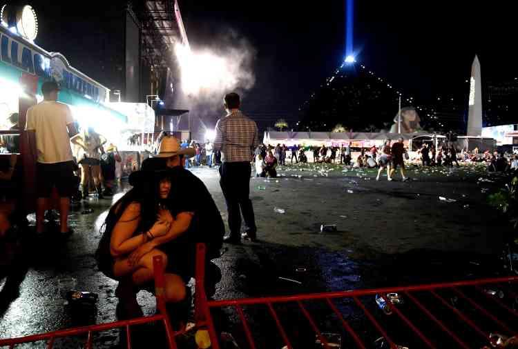 Des spectateurs bouleversés après la fusillade.