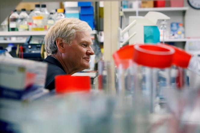 Michael Young, colauréat avec Jeffrey Hall et Michael Rosbash du Nobel de médecine, photographié à l'université Rockefeller, à New York le 2 octobre.