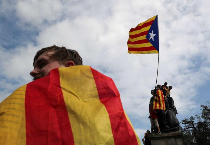 Manifestation, lundi2octobre, à Barcelone, au lendemain du référendum.