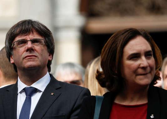 Carles Puigdemont et Ada Colau, durant une manifestation en faveur de l'indépendance de la Catalogne, le 2 octobre 2017.