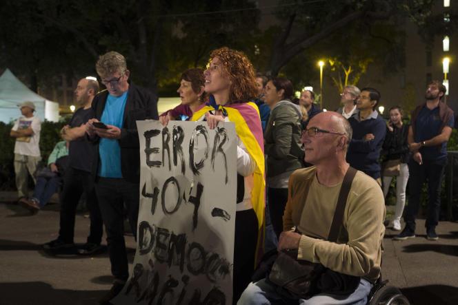 Rassemblement sur la place de la Catalogne, à Barcelone, pour l'annonce des résultats, le 1er octobre.