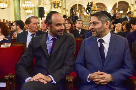 Le premier minsitre, Edouard Philippe, et le grand rabbin de France, Haïm Korsia, à la synagogue Buffault, à Paris, le 2 octobre.