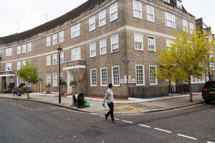 Etapes du « KleptoTour» consacré aux oligarques nigérians organisé à Londres par les associations de lutte contre la corruption, le 10, Hyde Park Crescent et la propriété mitoyenne appartiendraient à l'ex-chef d'Etat Abdulsalami Abubakar.
