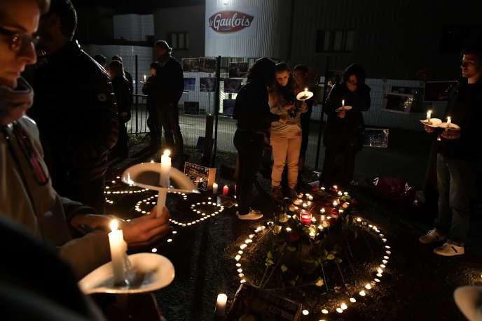 Des militants de 269Life libération animale, devant des abattoirs à Bazas (Gironde), le 26septembre.
