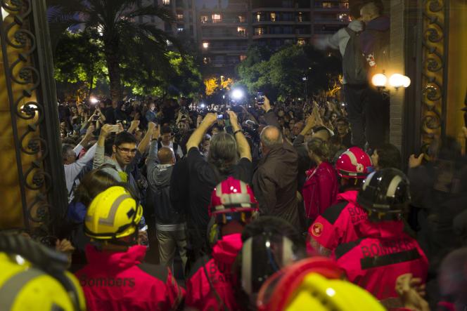 «Ne croyons pas que l'Europe puisse faire preuve de complaisance durable avec les indépendantistes catalans. Car ce serait ouvrir la boîte de Pandore à toutes les velléités sécessionnistes en Europe»(Opération de dépouillement dans le bureau de l'école des ingenieurs lors référendum d'autodétermination de la Catalogne).