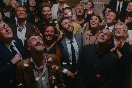Jean-Paul Rouve et Jean-Pierre Bacri (au premier plan) dans la nouvelle comédie d'Olivier Nakache et Eric Toledano,«Le Sens de la fête».