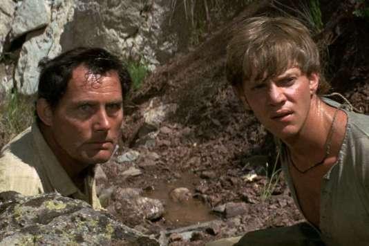 Robert Shaw et Malcolm McDowell dans le film britannique de Joseph Losey, «Deux hommes en fuite» («Figures in a Landscape»), réalisé en 1970.