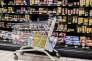Supermarche Super U, chariot a roulettes, caddy au rayon produits frais, yaourts et cremes desserts, produits laitiers. Consommation, courses.