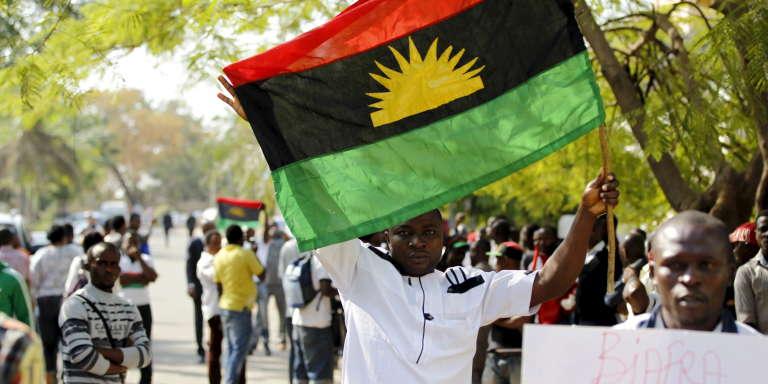 A Abuja, en décembre 2015, manifestation du Mouvement indépendantiste pour les peuples indigènes du Biafra (IPOB) en soutien à son leader, Nnamdi Kanu, arrêté octobre et accusé de « trahison» et d« atteinte à la sécurité de l'Etat».