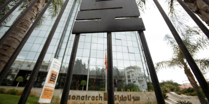 En Algérie, l'affaire Nezzar provoque une coupure d'Internet pour les plus grandes entreprises