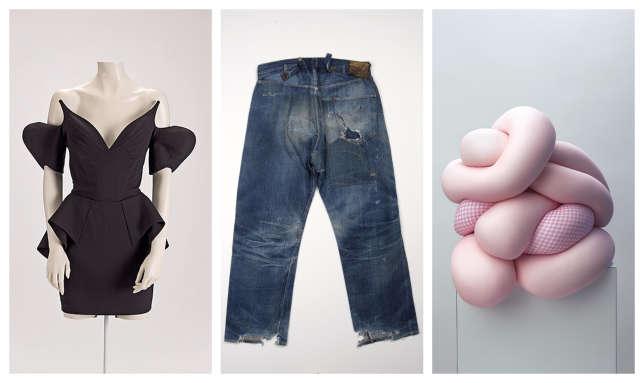 L'exposition mélange vêtements de créateurs (à g., robe noire de Thierry Mugler, 1981), basiques (au centre, le jean 501 de Levis) etcollection hors norme(à dr.Body Meets Dressde Comme des garçons).