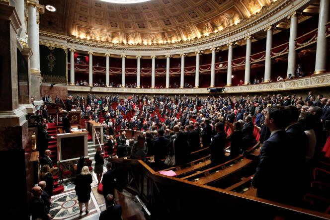le projet de loi antiterroriste par 415voix contre 127, en dépit des vives oppositions des Républicains et du FN, d'un côté, et de la gauche de la gauche, de l'autre.