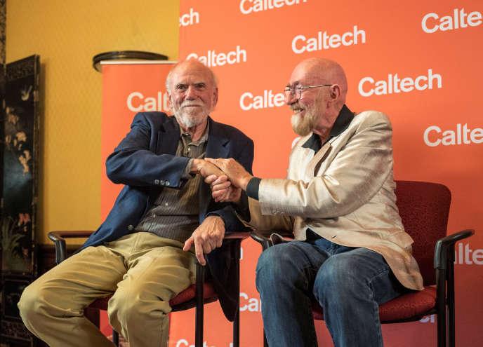 Kip S. Thorne et Barry C. Barish, physiciens du California institute of technology (CalTech), lors d'une conférence de presse sur le campus à Pasadena, mardi 3 octobre, après avoir remporté le prix Nobel de physique 2017, qu'ils partagent avec Rainer Weiss du MIT.