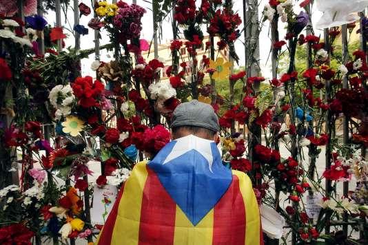 Devant l'école Ramon-Llull, à Barcelone, le 3 octobre.