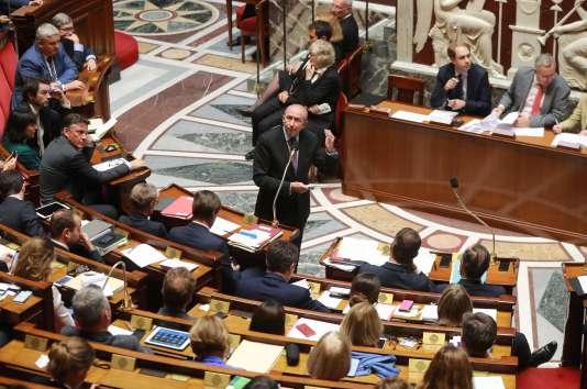 Le ministre de l'intérieur Gérard Collomb défend la loi antiterroriste à l'Assemblée nationale, à Paris le 26 septembre.