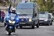 Un cortège de forces de l'ordre dans les rues de Paris, le 2 octobre.