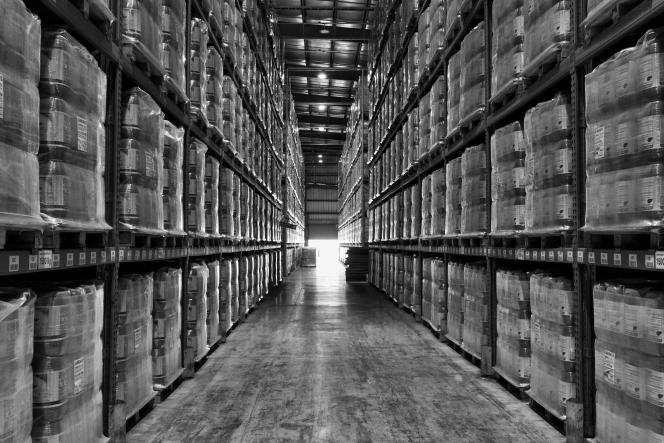 Un entrepôt stockant des bidons de Roundup– glyphosate –, à Zarate, en Argentine, en mai 2014.