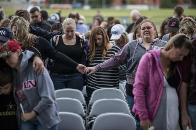 Moment de recueillement en hommage aux victimes de la fusillade de Las Vegas, à Nashville (Tennessee), le 2 octobre.
