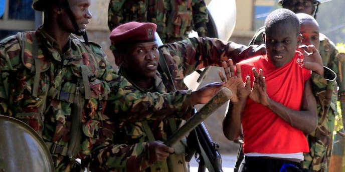 Arrestation d'un étudiant de l'université de Nairobi, le 28 septembre.