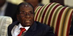 La nomination de Robert Mugabe a soulevé de vives critiques dans le monde, de la part d'Etats membres de l'OMS comme des ONG qui dénoncent l'effondrement du système de santé zimbabwéen et de nombreux services publics.