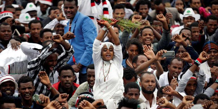 Des manifestants oromo à Bishoftu,au sud-est de la capitale éthiopienne Addis-Abeba, lors du festival Irreecha, le 1er octobre 2017.