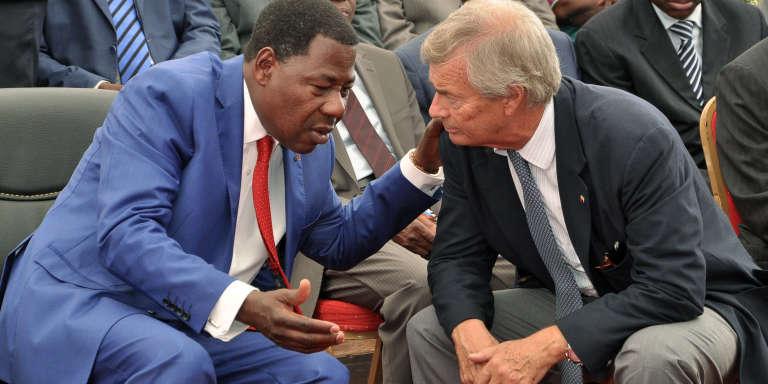 Le président béninois Boni Yayi et Vincent Bolloré lors de la cérémonie marquant le début des travaux de construction de la ligne ferroviaire Cotonou-Niamey menés par Bolloré Africa Logistics, le 8 avril 2014, à Cotonou.