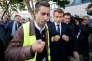 François Ruffin, député (LFI)de la Somme, et Emmanuel Macron, sur le site de Whirlpool,à Amiens, mardi 3octobre.