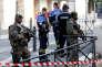 Des militaires et policiers sécurisent les abords de la gare Saint-Charles, à Marseille, après qu'une attaque a eu lieu le 1er octobre.