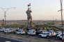 Une statue rend hommage aux combattants peshmergas, à Kirkouk, le 23 septembre.