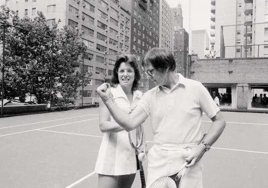 Les champions de tennis américains Billie Jean King et Bobby Riggs en 1973.